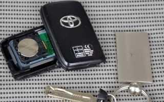 Замена батарейки в ключе Тойота Королла